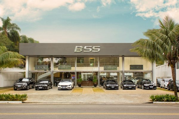 Showroom atende ao mercado de carros blindados zerfo km. e seminovos